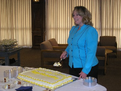 Vicki Holloway cuts cake
