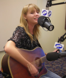 Chelsea Carlson and John Graham perform live on WNTI with Mel