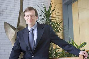 Dr. Gary King